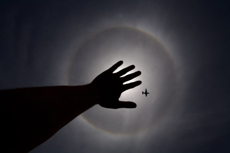 hand-airplane-halo-2007